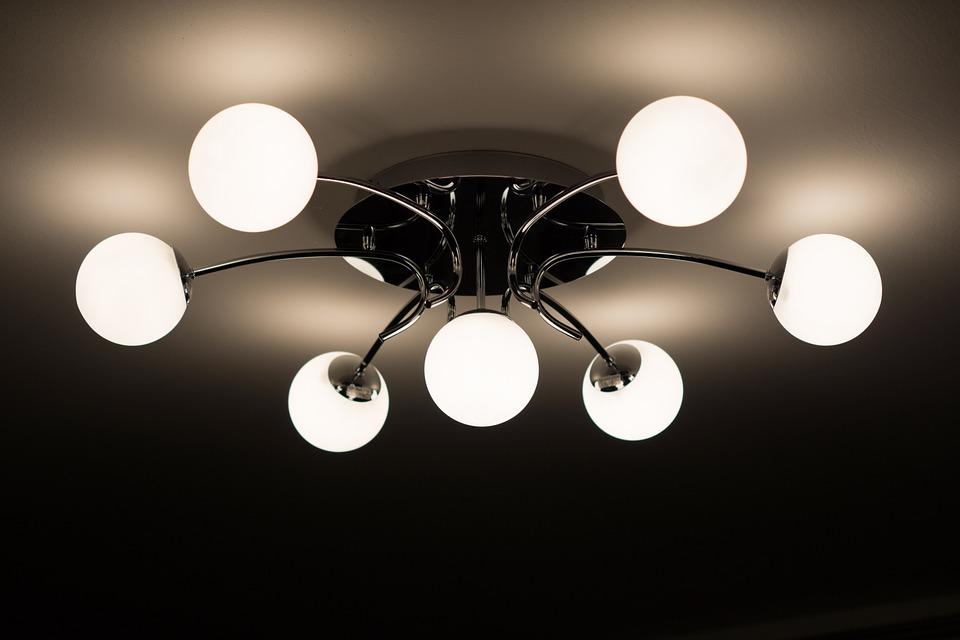 Find Leitmotiv lamper og Karlsson vækkeure til erhverv hos Present Time