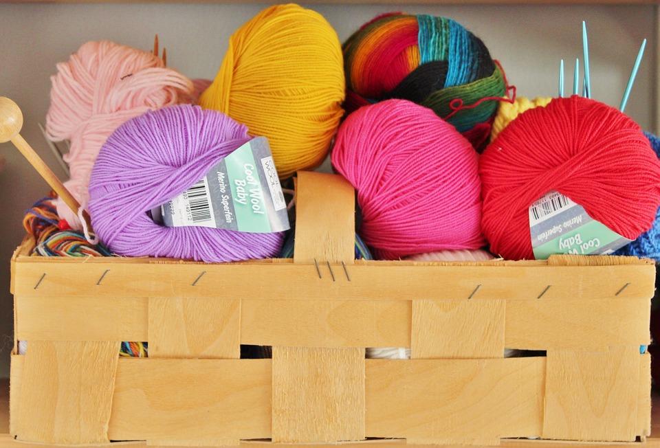 Naturlig Beklædning tilbyder et stort udvalg af økologisk garn i uld og uldundertøj i naturlige materialer